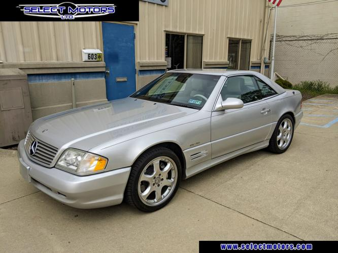 2002 Silver Arrow /Black with Silver Accents Mercedes-Benz SL-Class (WDBFA68F52F) with an 8 Cylinder Engine engine, 5-speed automatic transmission transmission, located at 603 Amelia Street, Plymouth, MI, 48170, (734) 459-5520, 42.378841, -83.464546 - Photo #1